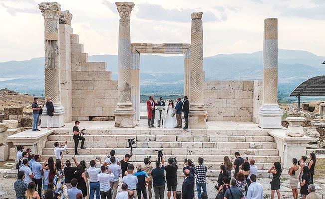 Başkan Örki Bin 300 yıl sonra Laodikeia'da ilk nikahı kıydı