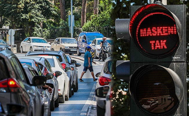 """Denizli'de trafik ışıkları ile """"Maskeni Tak"""" çağrısı"""