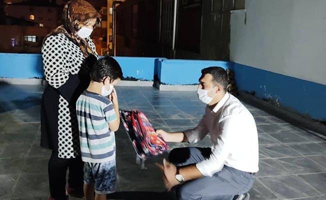 Ülkü Ocakları'ndan Türkmen çocuklara kırtasiye yardımı