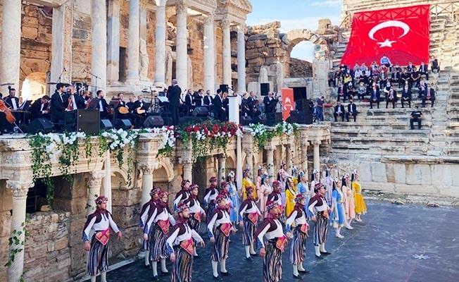 GESİFED Geleneksel Cumhuriyet Kutlaması'nın 4.sü Hierapolis'te yapıldı