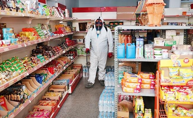 Merkezefendi'de bakkal ve marketlerde dezenfekte çalışmaları sürüyor