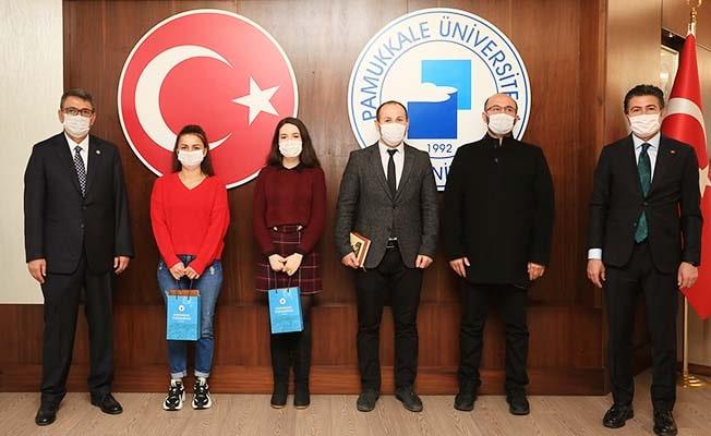 Mehmet Akif Ersoy Şiir Okuma Yarışmasında dereceye giren öğrenciler ödüllerini aldı