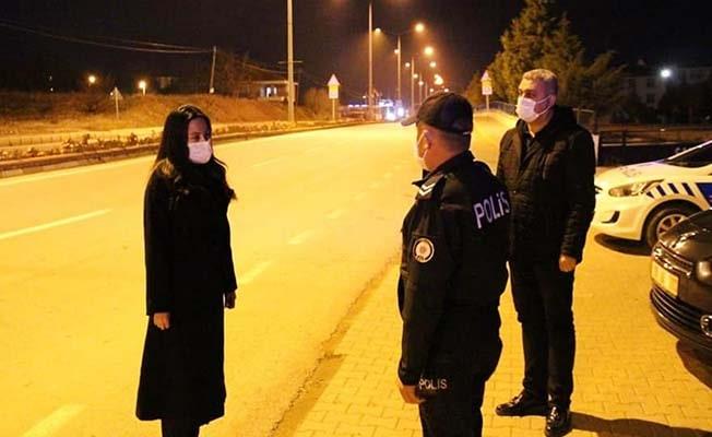 Çal Kaymakamı, görev başındaki polis ve jandarma ekiplerinin yeni yılını tebrik etti