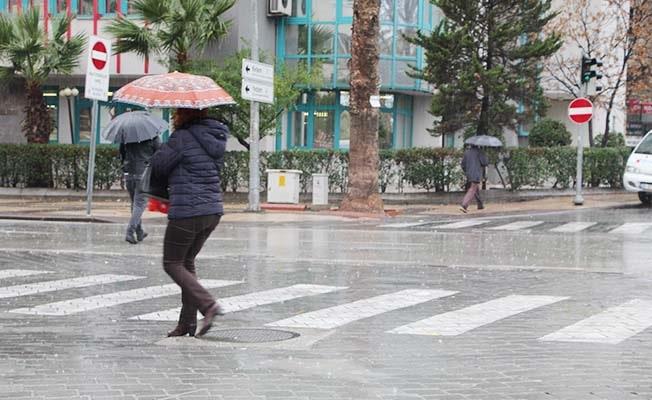 Denizli'de beklenen yağış hayatı olumsuz etkiledi