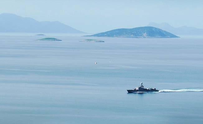Kardak'ta sıcak saatler: Türk savaş gemisi ve hücum botları Kardak'ta beklemeye başladı