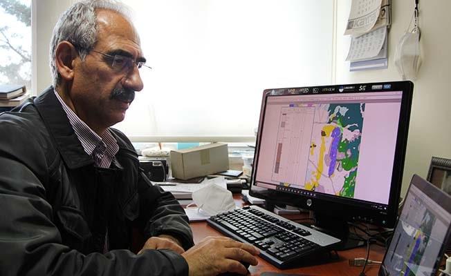 """Prof. Dr. Kumsar """"Beklenen deprem öncesi Denizli'de yapı güvenliği ortaya çıkarılmalı"""""""