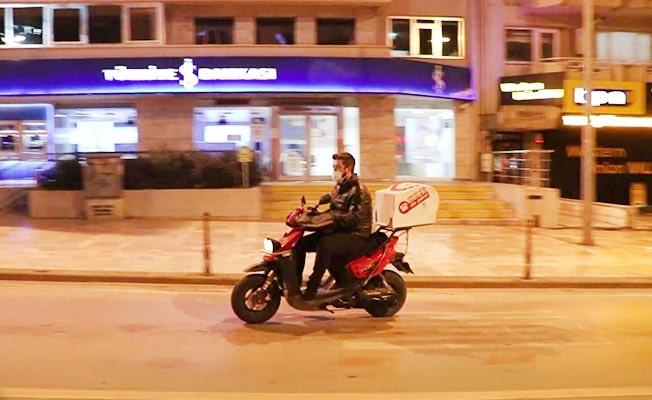 Yılbaşı akşamında sokaklar motosikletli kuryelere kaldı