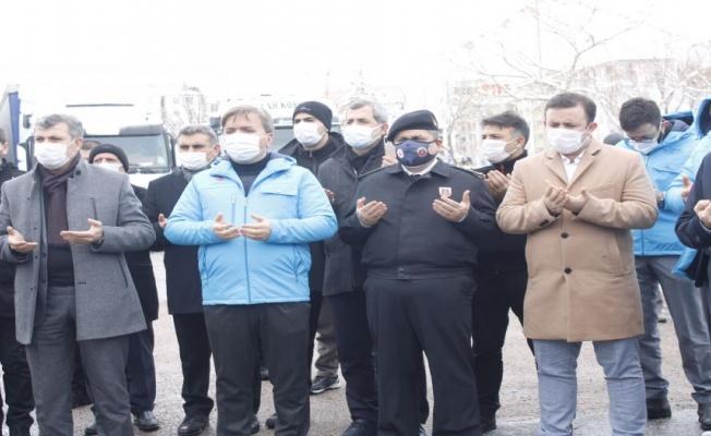 Aksaray'dan Suriye'ye 14 Tır 'iyilik' uğurlandı