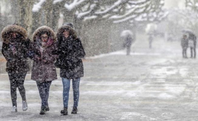 Bursa'da okullara 2 gün kar tatili