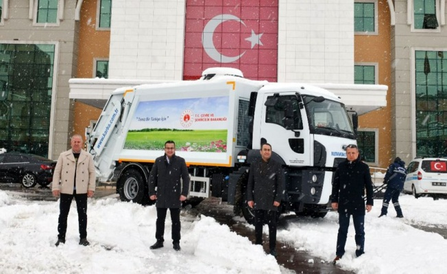 Bursa Mustafakemalpaşa'ya hibe çöp kamyonu