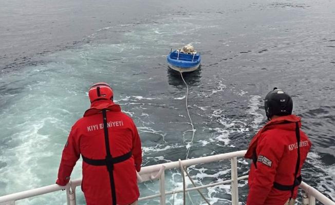 İstanbul'da başıboş tekne Kıyı Emniyeti'nce barınağa çekildi