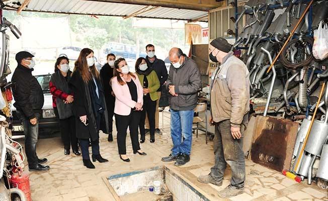 Karaca sel felaketinin etkili olduğu İzmir'de incelemelerde bulundu
