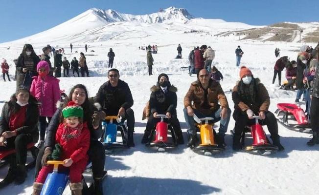 Kırşehirli çocuklar Erciyes'te moral buldu