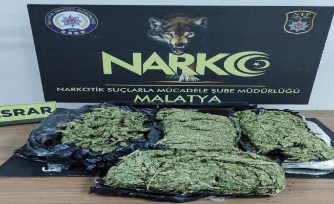 Malatya'da araç içnde 3 kilo kubar esrar ele geçirildi