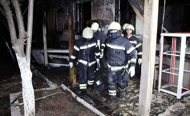 Restoranda yanarak ölen 3 kişinin cenazeleri çıkartıldı