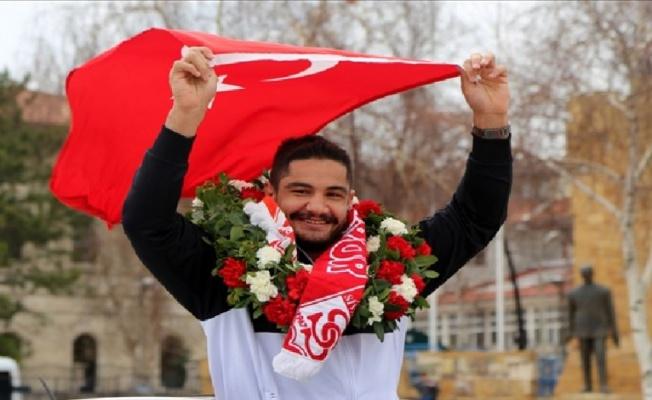 Sivaslı milli güreşçi Taha Akgül'e yeni görev