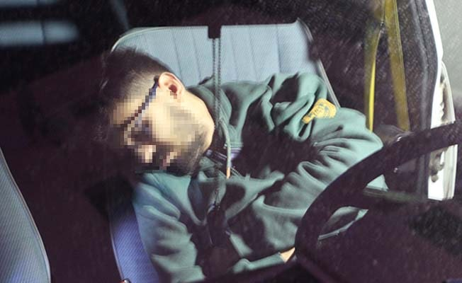 Uyurgezer hırsız polisin pes etmeyeceğini anlayınca uykusundan uyandı