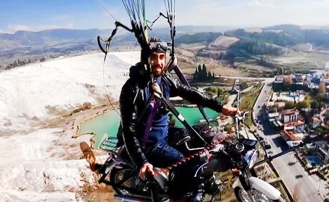 Çılgın pilot bu sefer Pamukkale'de motosikletiyle uçtu