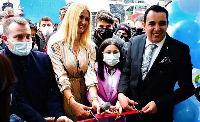 Skylax Çivril'de kapılarını Tuğba Özay ile açtı
