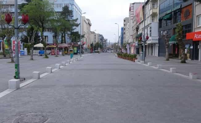 17 günlük kısıtlama başladı, Uşak'ta sokaklar boş kaldı