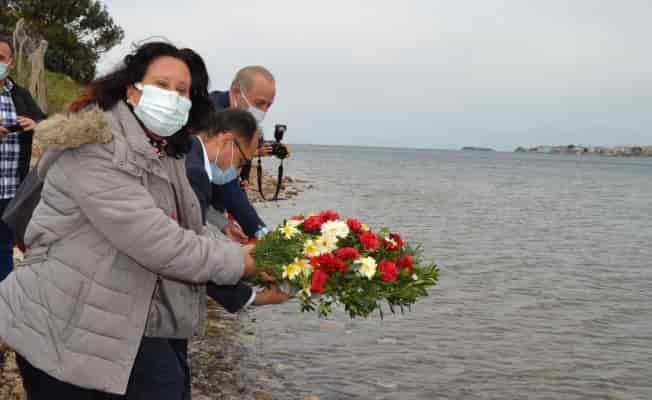 Aydın'da mübadiller anısına denize çiçek