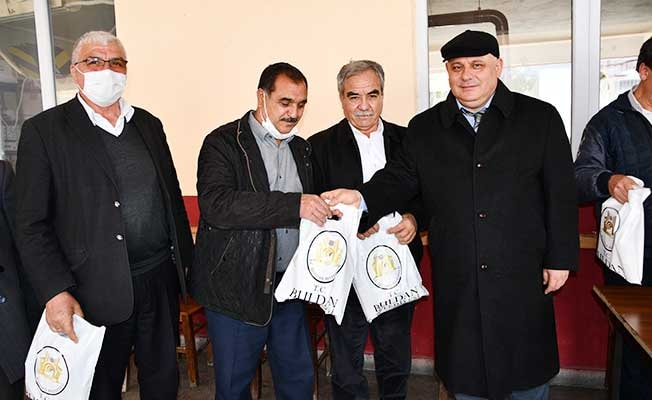 Başkan Şevik, esnafa maske dağıttı, Covid-19 kurallarını hatırlattı
