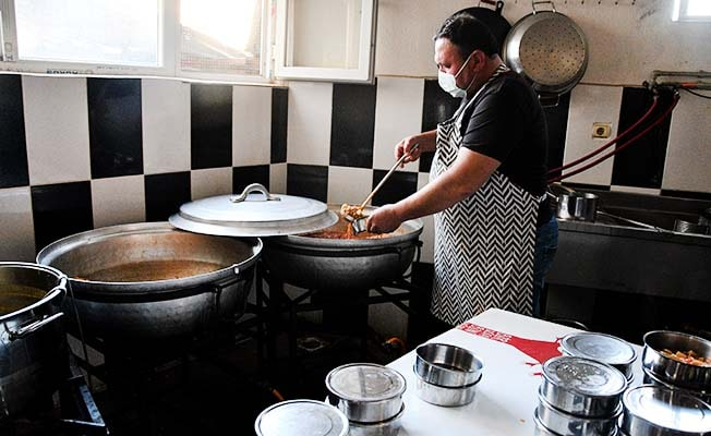Buldan'da İftarlık yemekler evlere ulaştırılıyor