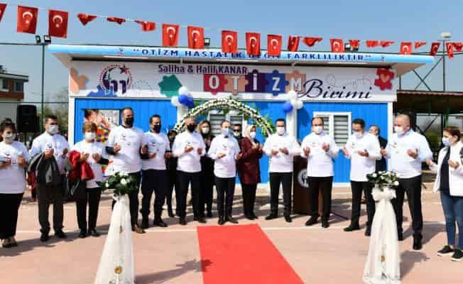 Bursa Mustafakemalpaşa'da 'otizm' farkındalığına anlamlı bağış