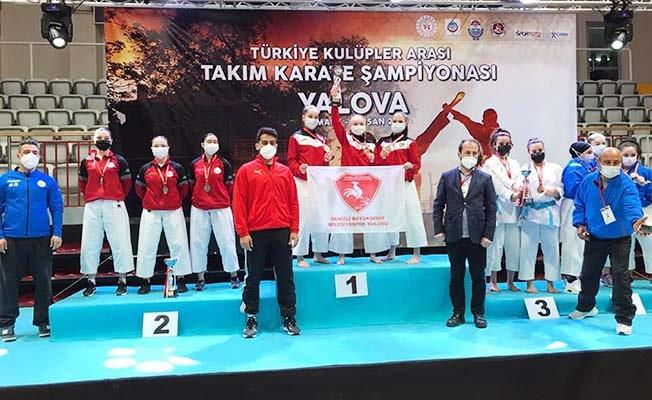Denizli'nin altın kızlarından turnuva rekoru