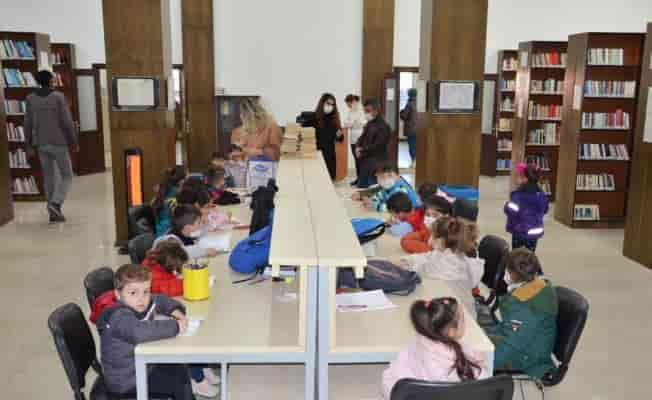 Diyarbakır'da kitaba dokunuşun minik heyecanı