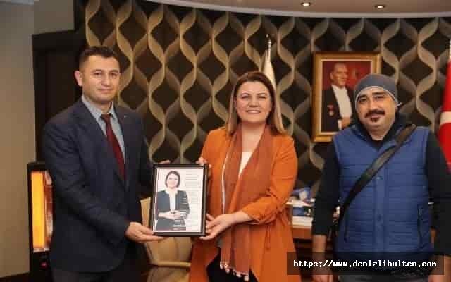İzmit'te sağlıkçılardan Başkan Hürriyet'e özel beste