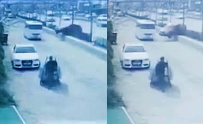 Otomobil bariyeri aşıp minibüse çarptı: 7 yaralı