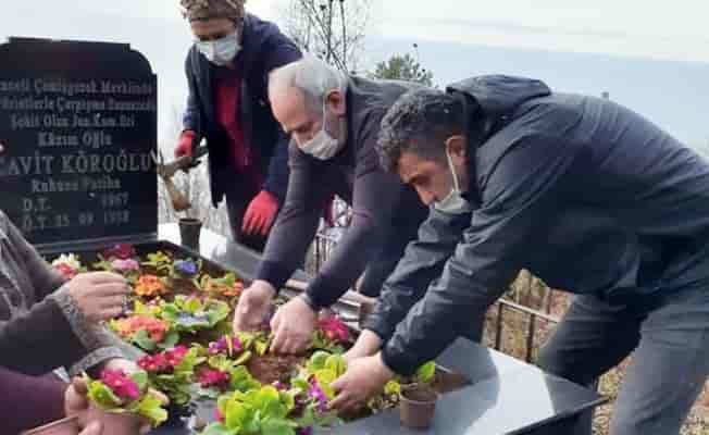 Rize Fındıklı'da şehit mezarları çiçeklendirildi