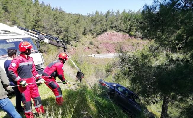 Uçuruma yuvarlanmasını ağaç engelledi