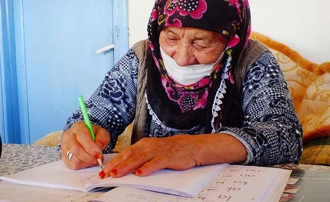 90 yaşında, öğrenmenin yaşı yok dedirtti