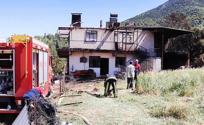 Bayram öncesi ekmek yapan ailenin evi yangında kullanılamaz hale geldi