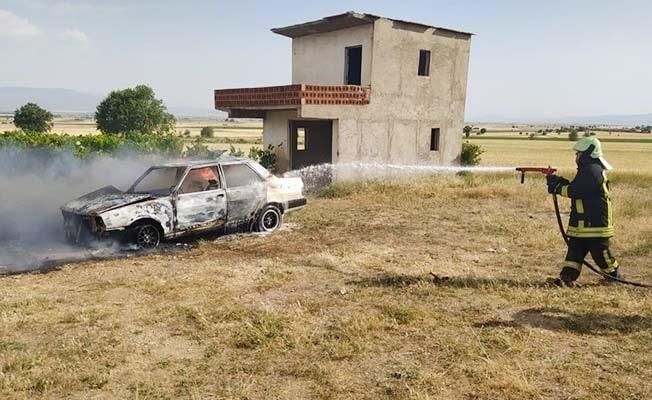 İtfaiye personelinin otomobili yandı, yardımına arkadaşları yetişti
