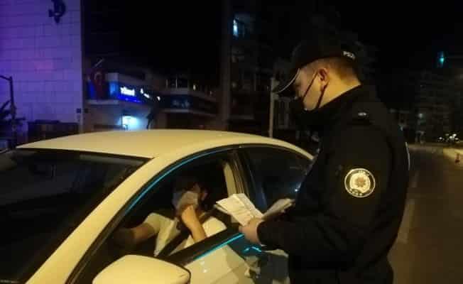 İzmir'de gece saatlerinde 'tam kapanma' denetimi