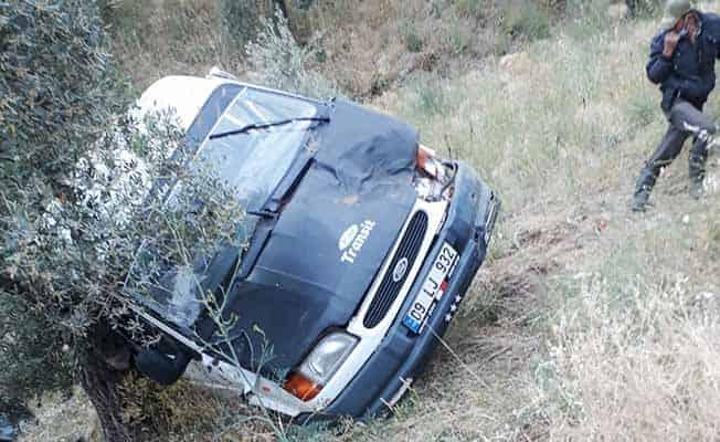 Minibüs şarampole devrildi: 3 yaralı