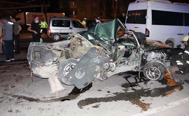 Otomobilin hurdaya döndüğü kazada ağır yaralı çıkan genç sürücü hayatını kaybetti