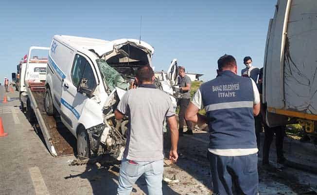 Uşak'ta zincirleme trafk kazası; 1'i ağır 4 yaralı