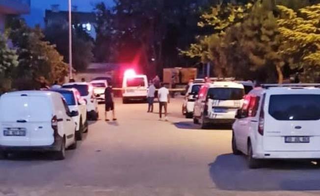 Arkadaşını sokak ortasında pompalı tüfekle vurup kaçtı