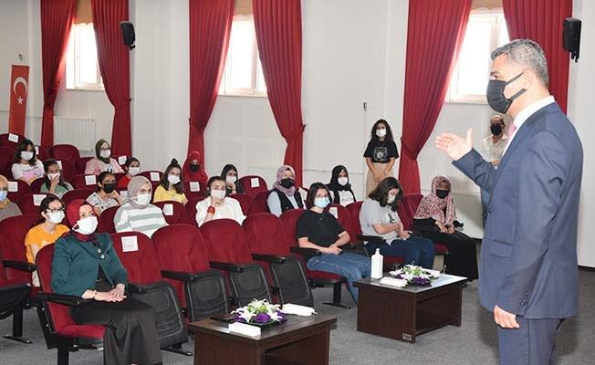 İl Milli Eğitim Müdürü Ekici öğrencilerin sınav heyecanına ortak oldu