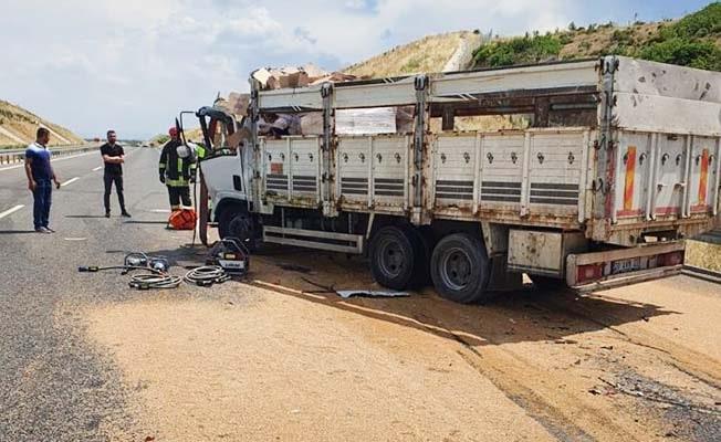 Kamyona çarpan kamyonet sürücüsü hayatını kaybetti