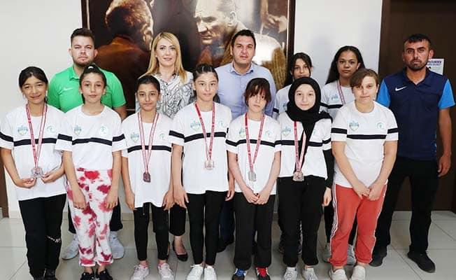 Merkezefendi'de 6 kadın güreşçi Milli Takım kampına davet edildi