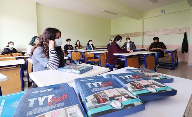 Tavas Belediyesi öğrencileri sınavlara hazırlık sürecinde yalnız bırakmıyor