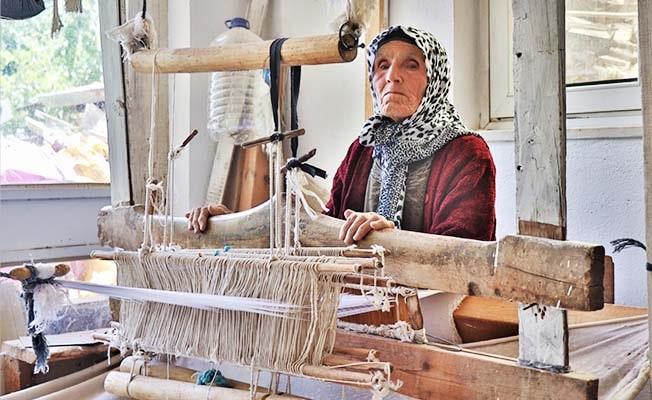 1800'lü yıllardan kalma tezgahta 70 yıldır Nikfer bezi dokuyor