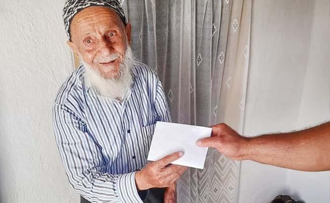 Bayram arifesinde dolandırılan yaşlı adama Aydın'dan yardım eli uzandı