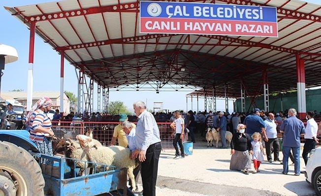 Bayrama sayılı günler kala canlı hayvan pazarı hareketlendi