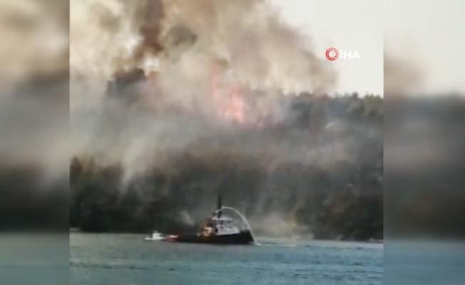 Orman yangınına söndürme gemileri de müdahale etti